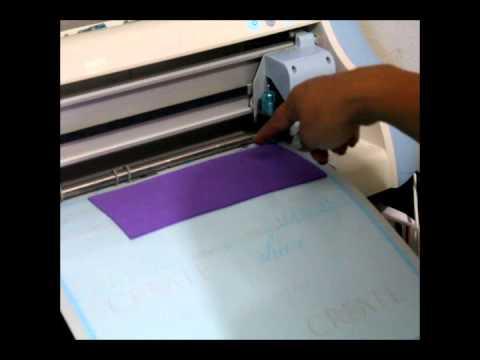 la maquina pazzles cortando fun foam ( fomi )