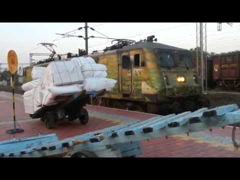 AJNI Duronto WAP-7 @ Nagpur Junction!!