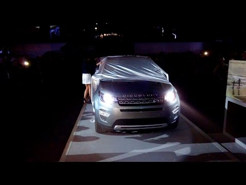 Land Rover Discovery Sport walk around - Debutto a Milano