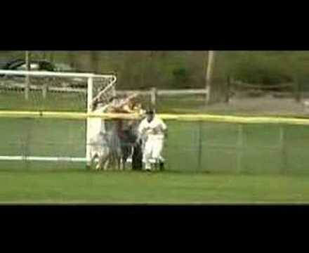 Amazing Baseball catch! -KUNujYzoYrc