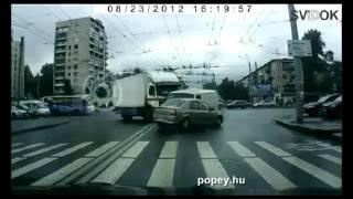 Figyelmetlen sofőrök az utcán