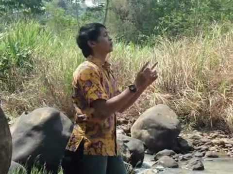 Adegan Panas Pak Lurah di Kali Batang