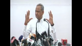 Gehlot suggests Kovind President because of caste, then backtracks | Sumit Awasthi Tonight - ABPNEWSTV