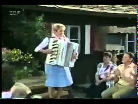 Christa Behnke   Bayerisch Kraut Polka -KdxURIdbkws