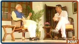 क्या PM Modi को माँ और परिवार के साथ समय बिताने का मन नहीं करता ? Akshay Kumar ने पुछा सवाल - INDIATV