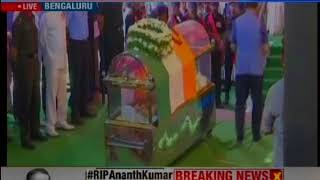 Senior BJP leaders pay tribute to Ananth Kumar in Bengaluru - NEWSXLIVE