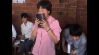 Cristianos Chinos Lloran al recibir Biblias por primera vez.