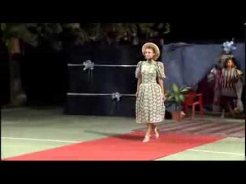 Passerella con abito anni 50