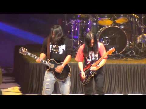 Peronda Jaket Biru feat. Rody Kristal (HD) - Wings Live in Singapore (SUNTEC) 2011