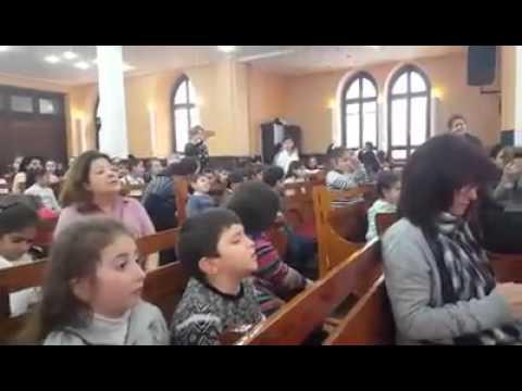 Սիբիլը երգում է հայաստանցիների ստամբուլյան դպրոցում
