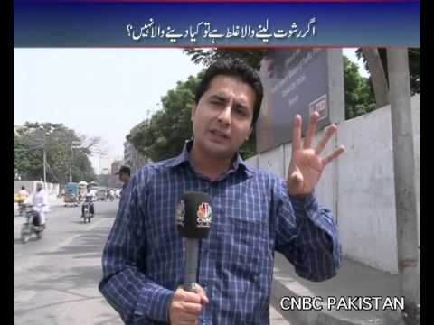 Sarak Kinarey Reaction of karachi people about challan(traffic police) 10th Aug 2012 karachi part 1