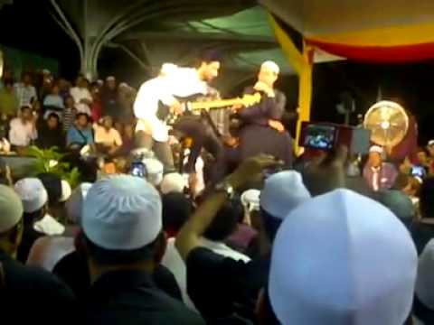 Ustaz Azhar Idrus feat Zizan Raja Lawak - Malam Tahun Baru 2012 (1/1/2012) - part1