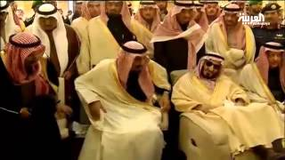 توافد الشخصيات على جامع الإمام تركي بن عبد الله للمشاركة في تشييع الملك عبد الله
