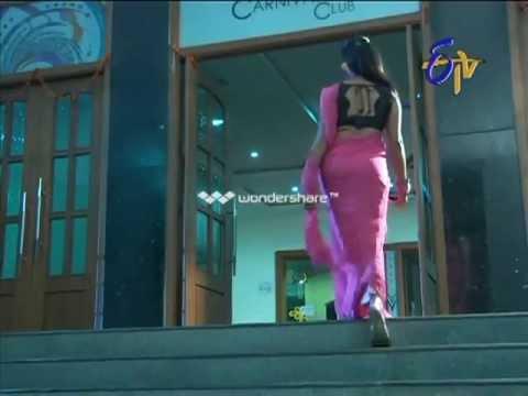 Bharyamani serial fame Sravani Navel show