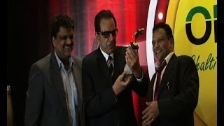 Dharmendra gets lifetime achievement award - IANSINDIA