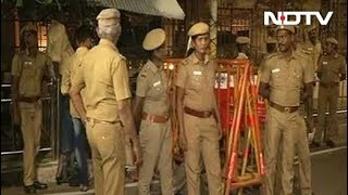 Income Tax Officials Raid Jayalalithaa's Chennai Home, Search Sasikala's Rooms - NDTVINDIA