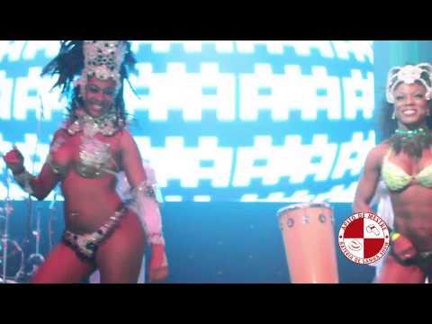 Show de mulatas e bateria de escola de samba em casa noturna