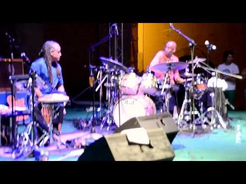 Trio of Oz interpreta The Police - King of pain