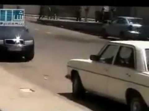 فيديو ملاك في سوريا يحمل شهيد بيد واحدة