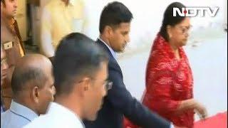 नतीजों से पहले CM वसुंधरा राजे ने मंदिर में की पूजा अर्चना - NDTVINDIA