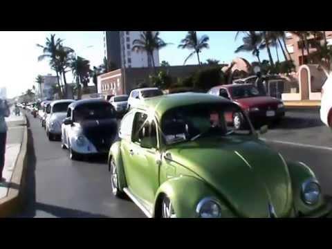 Desfile de Vochos y sus Primos en Mazatlán 2014