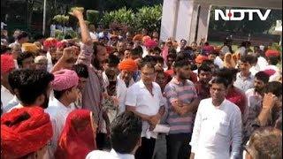 'दाग़ी को टिकट न दो', कांग्रेस मुख्यालय के बाहर प्रदर्शन - NDTVINDIA
