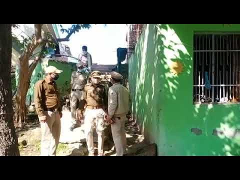 <p>बिलासपुर में पिता की हत्या के मामले में बेटे को गिरफ्तार करने पहुंची पुलिस टीम</p>