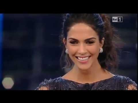 Sanremo 2015 - L'ingresso di Rocío Muñoz Morales - Terza serata 12/02/2015