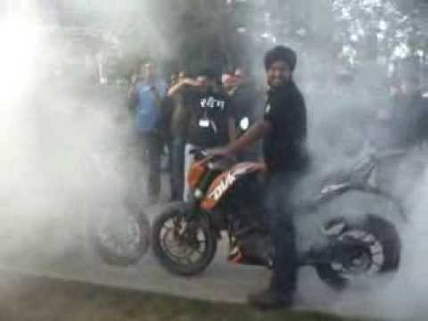 Ktm Duke 200 Burnout at Delhi Biker Fest 2014