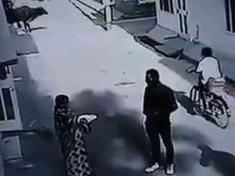 Gold Chain Robbery Caught On CCTV