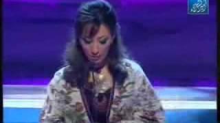 شاعرة جزائرية تهاجم الرجال في قصيدة جميلة
