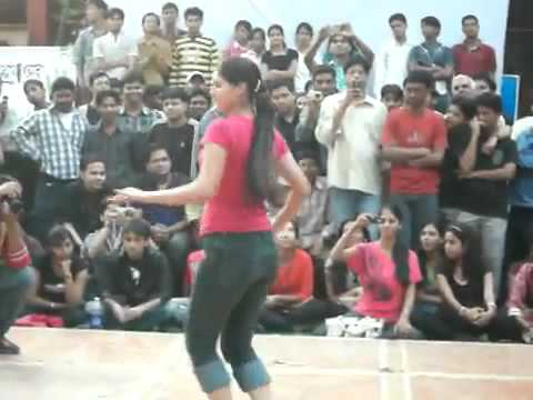 Indian College Girls Dancing