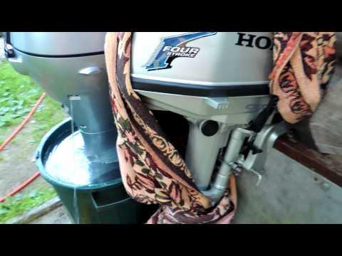 замена масла на лодочном моторе honda видео
