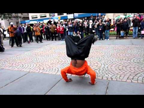 kids BEGINNERS breakdancing in central park NYC