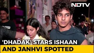 Fans Couldn't Stop Taking Selfies With Ishaan & Janhvi - NDTV