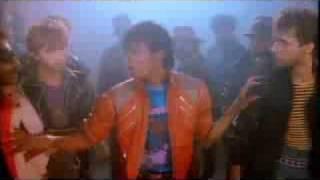 マイケル・ジャクソンとコールドプレイのマッシュアップ。Beat itが壮大な曲に