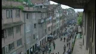 نيبال الفقيرة.. جمهورية بوذا وملك الإندومي