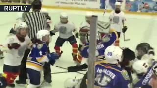 'Battle on the Ice': Mass fight breaks out between junior hockey teams in Russia - RUSSIATODAY