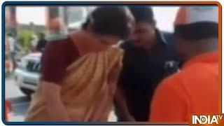 Priyanka Gandhi Meets Congress Voters And Workers In Amethi - INDIATV