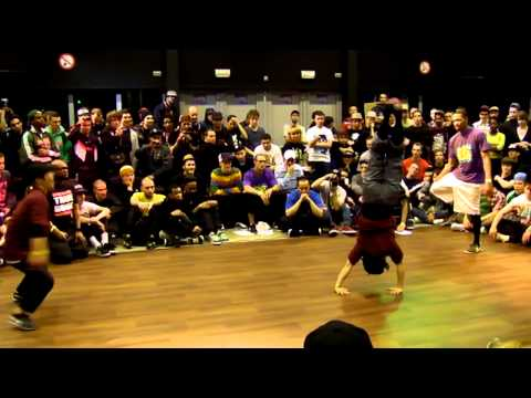 Bgirls Ayumi &amp; Narumi vs Bboys Morris &amp; Gravity @ Raw Circles 2011
