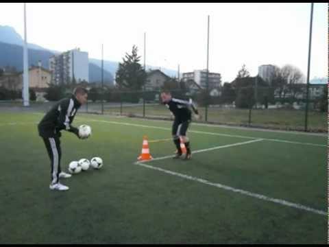 entrainement gardien but : exercice plongeon 1 gardien de but football goalkeeper training