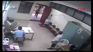 JNTU -H Physics Professor Thrashes Security Guard | Hyderbad | CVR NEWS - CVRNEWSOFFICIAL