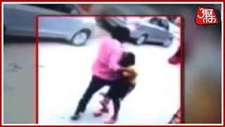 छेड़छाड़ के विरोध में आरोपी ने महिला और उसके पति को पीटा - AAJTAKTV
