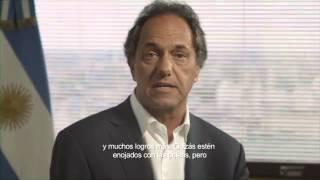 Desesperado: Scioli plagió spot de Menem 2003
