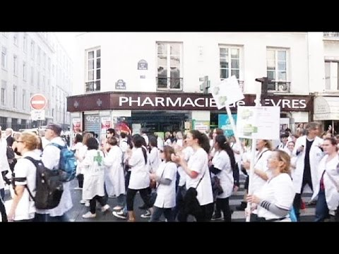 French professionals strike against sector reforms