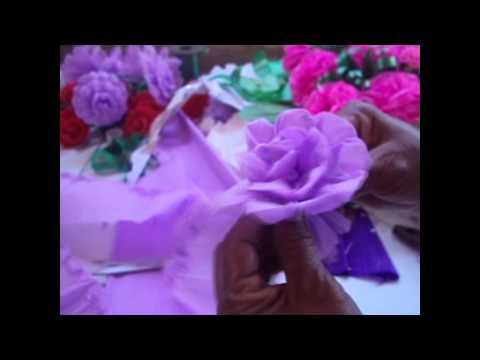 Como hacer una flor de papel crepe/ How to make paper flowers
