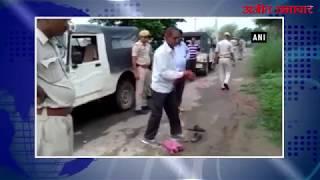 video : गो तस्करी के शक में व्यक्ति की पीट-पीटकर हत्या