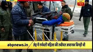 Leh: IAF jawans airlift pregnant woman for treatment amid heavy snow - ABPNEWSTV