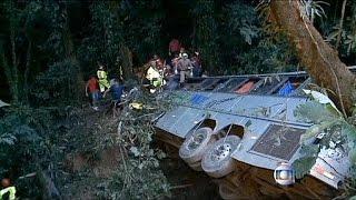 عشرات القتلى والجرحى في سقوط حافلة سياحية بالبرازيل