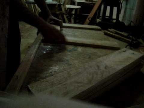 Montagem do deck em madeira reciclada